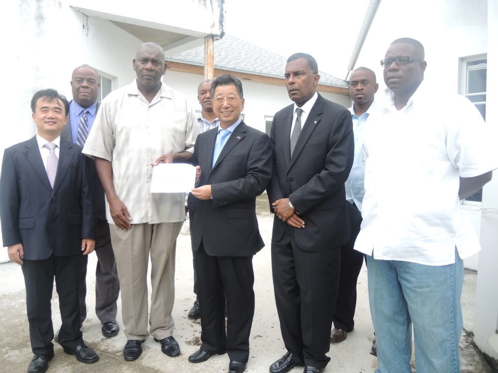 chinese embassy nassau donates