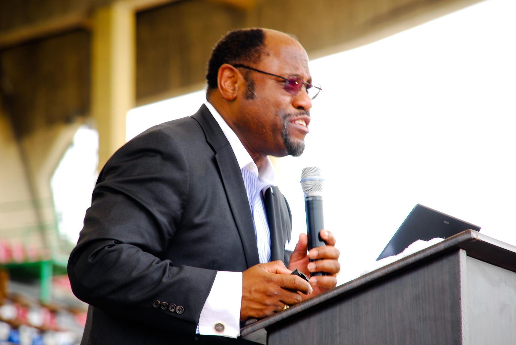 Dr myles munroe dead in bahamas plane crash youtube